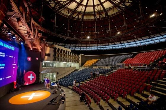 Ještě ten stejný den před oficiálním zahájením k 4.6.2015 probíhaly v hlavním sálu ve vítkovickém Gongu poslední  zvukové, kamerové i světelné zkoušky.