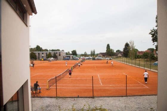 Kdo chtěl, mohl si zahrát tenis.