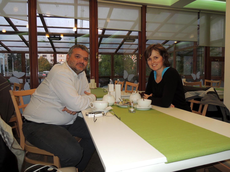 Petra Mikulášková a Dominik Formánek v restauraci Mitrovski po skončení kurzu o e-mail marketingu.