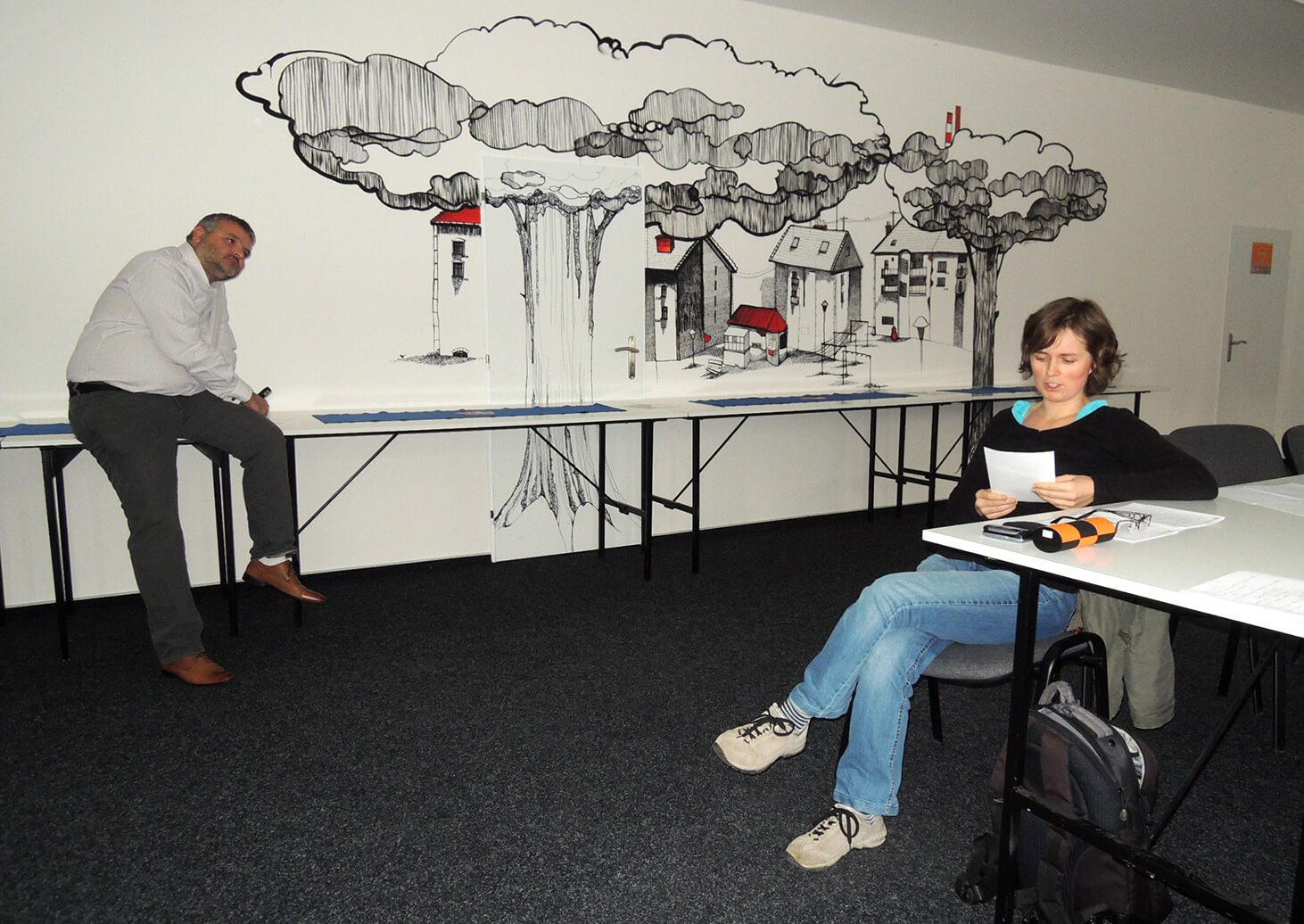 Petra Mikulášková čte svého Avatara na kurzu o e-mailngu, který pořádal Dominik Formánek